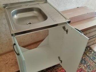 Шкаф в отличном состоянии с раковиной,  Размеры шкафа - 60х70х45,  Высота ножек регулируется (на фото высота 10см),  Размер мойки 60х60, в Бийске