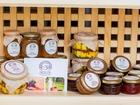 Скачать фото  Подарочная корзинка с элитными сырами, джемом, чаем, пастилой и шоколадом - Гурмэ 36630251 в Екатеринбурге