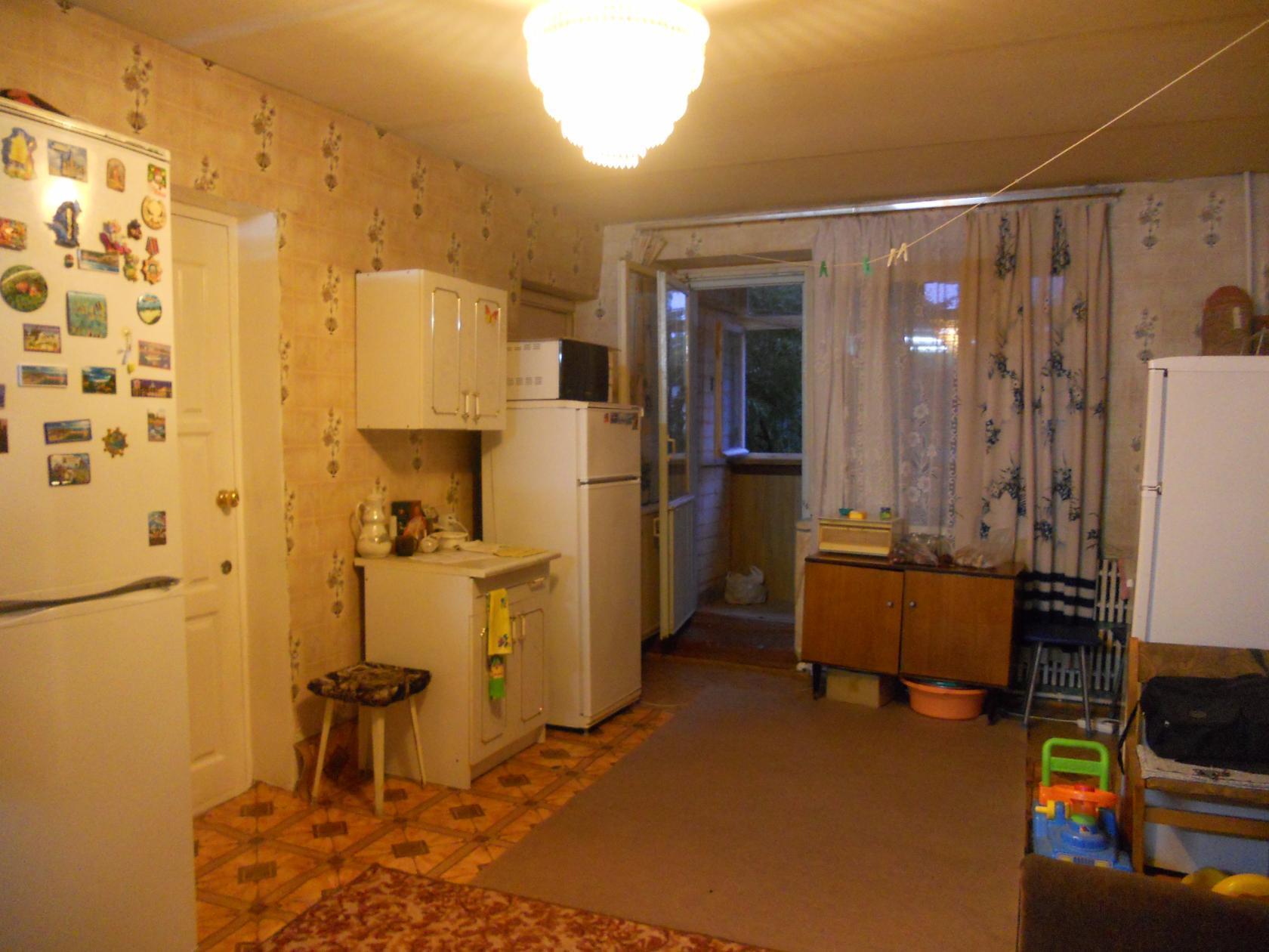Продам: продам комнату с балконом в общежитии по ул.костенко.