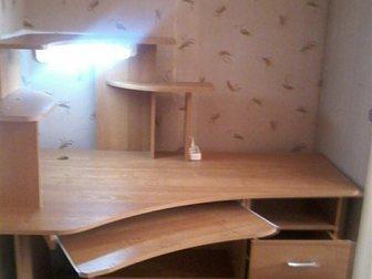 Просмотреть фото Столы, кресла, стулья Компьютерный стол б/у в идеальном состоянии без следов эксплуатации, с подсветкой 34681635 в Гатчине