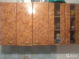 Продам кухонный гарнитур, В хорошем состоянии, Находился на даче, Есть три верхних шкафа ,один разделочный стол,  Мойки нет,  Самовывоз, в Иркутске