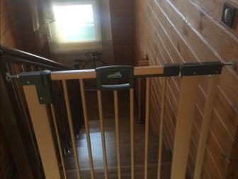 Детская Дверь для установки в дверной проем или на лестницу, для ограничения передвижения ребёнка,  Материал-дерево, пр-во Германия, крепится на распорках,  Надежный в Ижевске