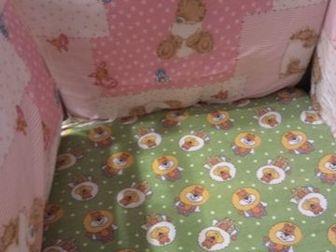 Детская кроватка после одного ребенка,  Два положения ложа,  Очень удобный механизм опускания боковой стенки,  На колесиках, их можно снять, получится маятник,  в Ижевске