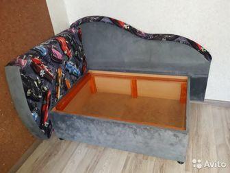 Диван почти новый, простоял, таки и не использовался по назначению,  Есть еще декоративная подушка (не попала в объектив)Состояние: Б/у в Ижевске