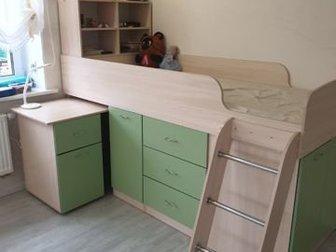 детская кровать-чердак с ящиками,полками,выдвижным письменным столом и матрасом в отличном состоянии 10000 р, в Коврове