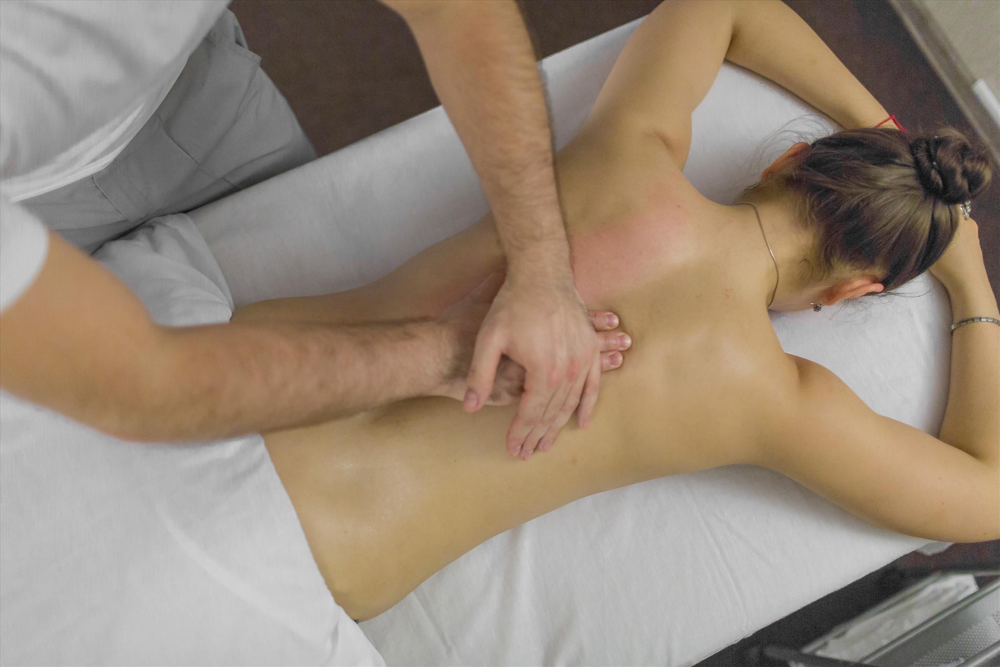 Сделал массаж и трахнул телку, Порно Массажист трахнул русскую девчонку смотреть 5 фотография