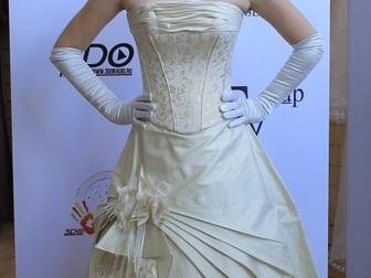 Уникальное фотографию  свадебное платье прямого силуэта 40053933 в Москве