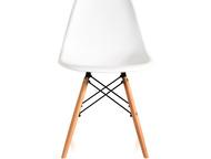 Дизайнерский стул Eames DSW белый Легендарный стул от дизайнера Чарльза Имса. Из