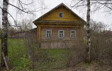 Бревенчатый дом в жилом селе, 260 км от МКАД