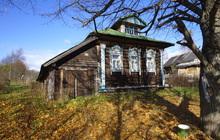 Жилой бревенчатый дом в тихой деревне, на берегу небольшой речки, 190 км от МКАД