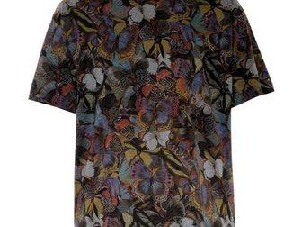 Смотреть фото Мужская одежда Футболка Valentino Dancing Butterfly In Flowers 33067530 в Москве