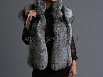 Новое фотографию Женская одежда Жилетки из чернобурки (серебристо-черной лисы) 34053924 в Москве