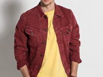 Просмотреть фотографию Мужская одежда Куплю бордовую/красную/цвет красное вино джинсовку 35136696 в Москве