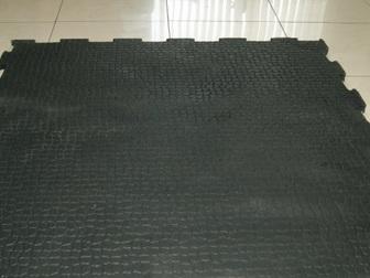 Скачать фото Отделочные материалы Большие резиновые плиты ПАЗЗЛ для сборки полов в гараже или цехе 37840083 в Москве