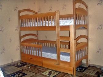 Свежее фото  Двухъярусная кровать Дарина из дерева, разборная 38653103 в Москве