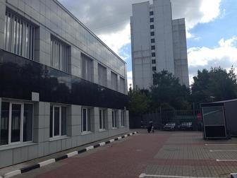 Лот: 84303677,  Предлагаем к аренде блок на 1-м этаже БЦ общей площадью 628,6 м2 - свободный доступ, своя парковка на 30 м/м на огороженной территории (возможно в Москве