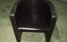 Кожанное кресло пуфик