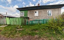 Продам отдельно стоящий дом из кирпича.  В доме 4 комнаты и