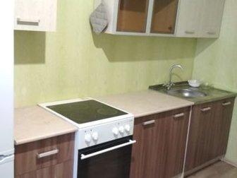 В хорошем состоянии, все шкафы, мойка и смеситель в комплекте,  Кухня 2 метраШкафы все стандартные, Глубина нижних шкафов 60, верхних 27, Забирать на мкр Стрижи, в Новосибирске
