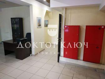 Предлагается к покупке отличное офисное помещение,    Удобное месторасположение,  Отличная транспортная развязка,    Цоколь с окнами в приямках,  Отдельный вход, в Новосибирске