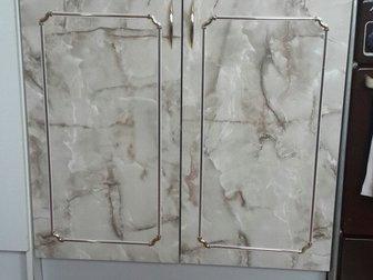 Продам кухонный гарнитур,  4 предмета: 2 настенных шкафа, сушилка для посуды, напольный шкаф с столешницей,  В хорошем состоянии (2 года),  Самовывоз, в Новосибирске