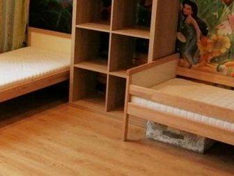 Состояние как новые,  Одна продана,  В комплекте: матрас, реечное дно, бортик, Спальное место 1600х700мм, в Новосибирске
