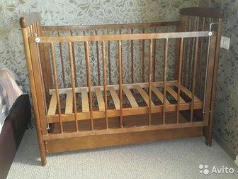 Продам детскую кроватку из массивы берёзы с поперечными опорами-качалками, которые легко устанавливаются/снимаются и также легко меняются на колесики,  Снизу вместительный в Новосибирске