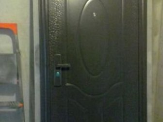 Дверь входная, железная, без ключей, б/у,  Самовывоз, новостройка, пятый этаж, лифт не работает,  Отдам почти даром, в Новосибирске