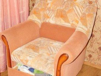 кресло от мягкой мебели в очень хорошем состоянии, ящик выдвижной, Смотреть Плющихинский ж/м, Размер: ширина 96 см,                  высота 97 см, в Новосибирске