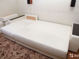 Диван в хорошем состоянии,  Эко-кожа,  Цвет белый, в Новосибирске
