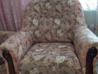 Продам мягкую мебель: диван и 2 кресла, в идеальном состоянии, на пружинах, Размер спального места дивана: 190?140 см, Мебель в идеальном состоянии: чистая,без зацепок, в Новосибирске