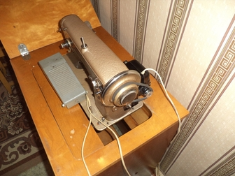 Уникальное фотографию  Продам Швейную машину в тумбе с электроприводом в исправном состоянии 76613052 в Новосибирске