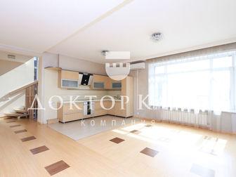 Предлагаем к приобретению таунхаус в элитном поселке Кедровый, в безусловно лучшем жилом комплексе Новосибирска,   На 1 уровне расположены входная группа, абсолютно в Новосибирске