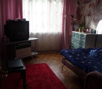 Foto в Недвижимость Комнаты Сдам в аренду комнату женщине, комната изолированная в Новосибирске 8000
