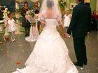 Фото в   Продаю шикарное свадебное платье с длинным в Омске 20000