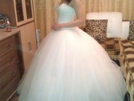 Свадебное платье Продам красивое свадебное платье в отличном состоянии. Размер 4