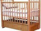 Кроватка детская в рабочем состоянии с маятником