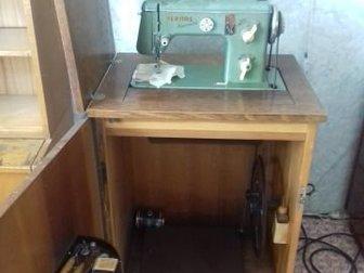 Швейная машина б/у,  Требует настройки, так как давно не пользовались,  Находится в Перми, в Перми