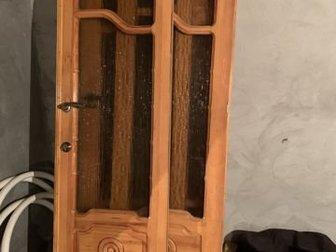 Продаю двери, Вид-как новые, Были куплены дорого шесть лет назад, Стояли внутри в частном доме, Стёкла цветные,толстые,непрозрачные, Чистое хорошее дерево покрытое в Пятигорске