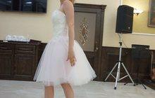 Свадебное платье короткое, с розовым оттенком