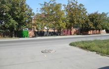 Место положения участка на проезжей части Мадояна, близко от