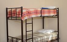 Двухъярусные кровати на металлокаркасе для хостелов, гостиниц, рабочих