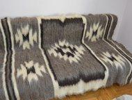 Санкт-Петербург: Покрывало Плед из натуральной овечьей шерсти Плед изготовляется по старинной технологии из натуральной овечьей шерсти. Плед имеет простой узор с испол