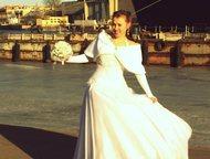 Пышное платье Продается свадебное платье. Очень красивое пышное. Размер 44-46. К