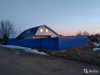 Вашему вниманию, 1/2 часть дома в деревне на участке 10 соток,  Своя скважина 32 м, канализация 2 по 3 кольца с подводкой для бани, дом 1 этаж брус, остальное каркас, в Санкт-Петербурге