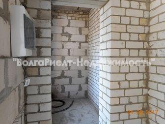 Продается 2-х этажный дом в черте города Саратова в поселке Юбилейный,  Общая площадь дома 152 кв, м, 6 соток земли в собственности,  Наружные стены дома выложены в Саратове