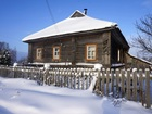 Увидеть foto  Бревенчатый дом с мебелью в тихой деревне, рядом с речкой, недалеко от Рыбинского ВДХР, 340 км от МКАД 37829049 в Москве