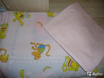цвет розовый,простыня розовая без рисунков,пододеяльник и наволочка с рисункамивеселые обезьянки размер стандартный на детскую кроватку! б/у мало,сострояние хорошее,100% в Уфе