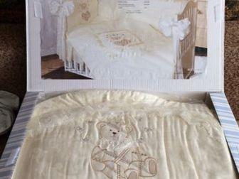 Продаю комплект в кроватку в хорошем состоянии,    В комплект входит:Бампер из 4 частей, на завязках, чехлы несъемные Балдахин Простыня НаволочкаПодушка Пододеяльник в Уфе