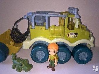 Продам игровой набор 1Toy  Сафари в джунглях Большой внедорожник с прицепом общая длина 30 см, Спереди раскручивается буксир, В комплекте идет кран с сеткой с в Волхове